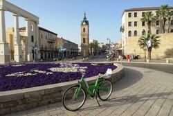 テルアビブの旧港ヤッフォの時計塔広場=筆者撮影