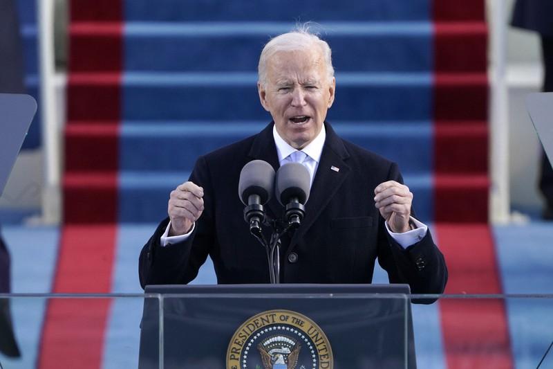 就任式で演説するバイデン大統領=2021年1月20日、AP