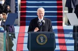 「弱い大統領」として船出 (Bloomberg)