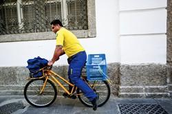 自転車が国民の足として活躍している (Bloomberg)