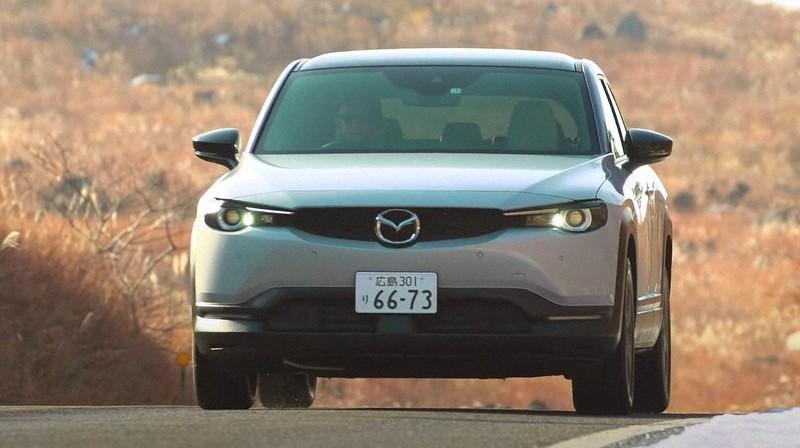 マツダが発売した同社初の電気自動車「MX-30EVモデル」=同社ホームページから