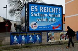 街頭に掲げられた「ドイツのための選択肢(AfD)」の看板=独ザクセン・アンハルト州で2016年3月13日、ロイター