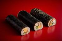 This photo shows, from left, 1,800-yen, 5,000-yen, and 10,000-yen ehomaki rolls available for pre-order at Hotel New Otani Hakata. (Photo courtesy of Hotel New Otani Hakata)