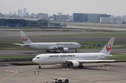 航空機が行き交う羽田空港。「羽田空港アクセス線」は、空港へのアクセスをどう変えるのか=2019年5月10日、米田堅持撮影