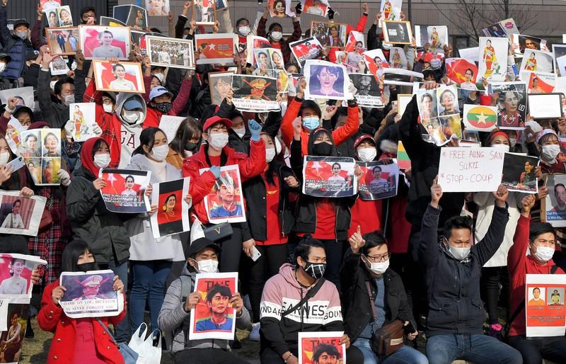 民主化を後退させるな」 在日ミャンマー人が福岡でデモ | 毎日新聞