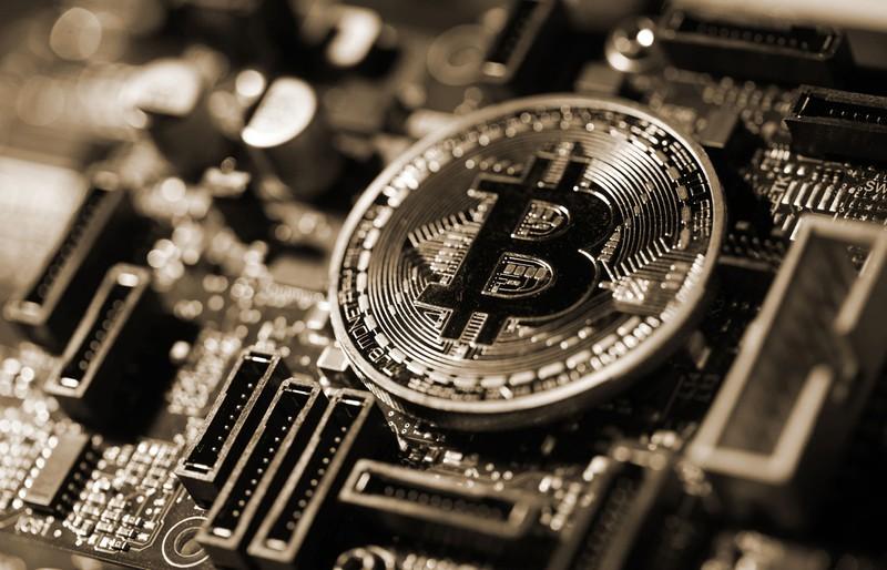高騰するビットコイン(Bloomberg)