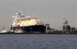 LNG船の用船料も高騰する……(千葉・富津)(Bloomberg)