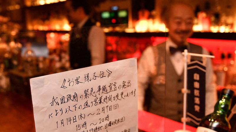 緊急事態宣言を受け、開店時間を早めて営業する飲食店=大阪市北区で2021年2月2日、望月亮一撮影