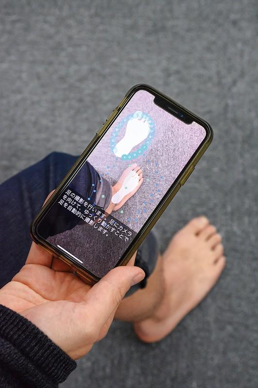 足の3Dデータを使ってインソールの型を自動作成する新たなアプリを開発している