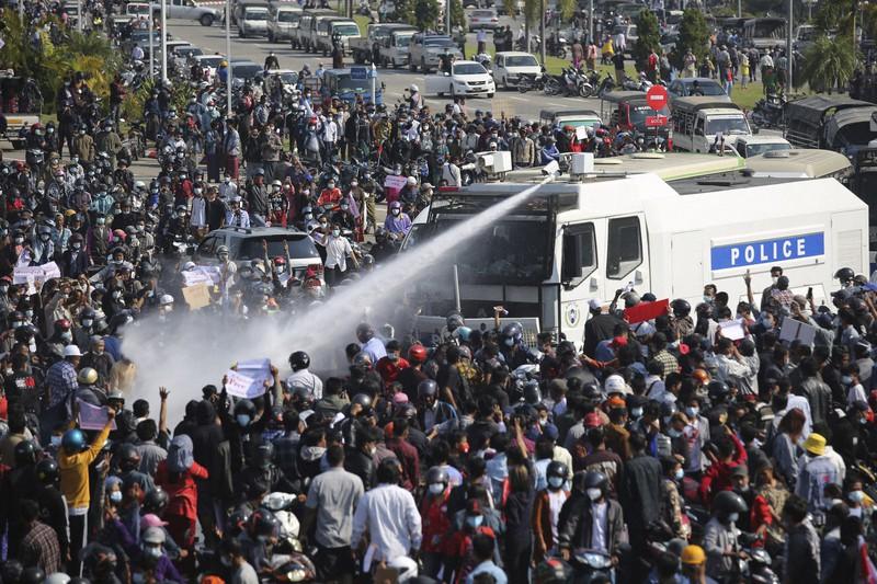 ミャンマー全土で抗議デモ 「不服従運動」も広がる クーデター1週間 ...