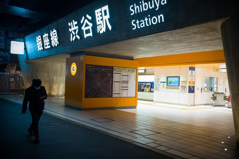 緊急事態宣言下で静かな渋谷駅(Bloomberg)