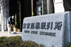 企業に改革を迫る東証(Bloomberg)