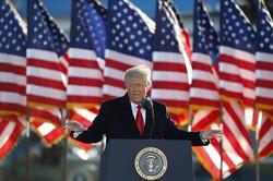 退任前の最後の演説に臨むドナルド・トランプ前米大統領=米ワシントン近郊のアンドルーズ空軍基地で2021年1月20日、AP共同