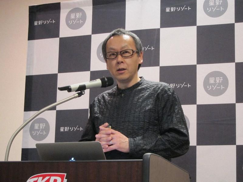 記者会見する星野リゾートの星野佳路代表=大阪市で2017年4月、真野森作撮影