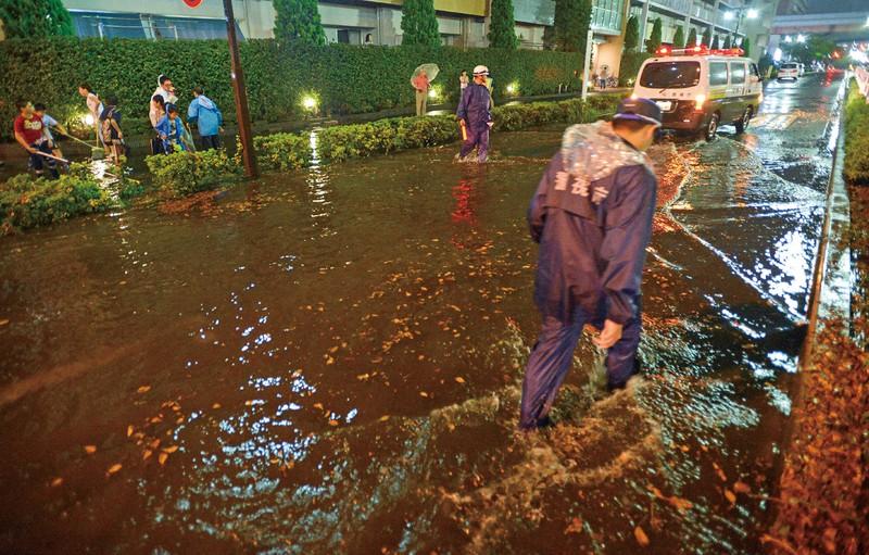 大雨絵冠水した江戸川区の道路(2014年)