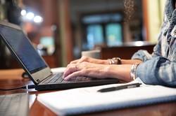 便利で手軽なオンライン医療への機体は大きい (Bloomberg)