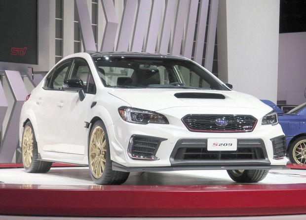 北米国際自動車ショーでSUBARU(スバル)が公開したスポーツカー「STI S209」=米デトロイトで2019年1月14日、中井正裕撮影