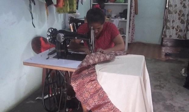 ネパールの縫製職人Ritaさん=Devendra Adhikari撮影