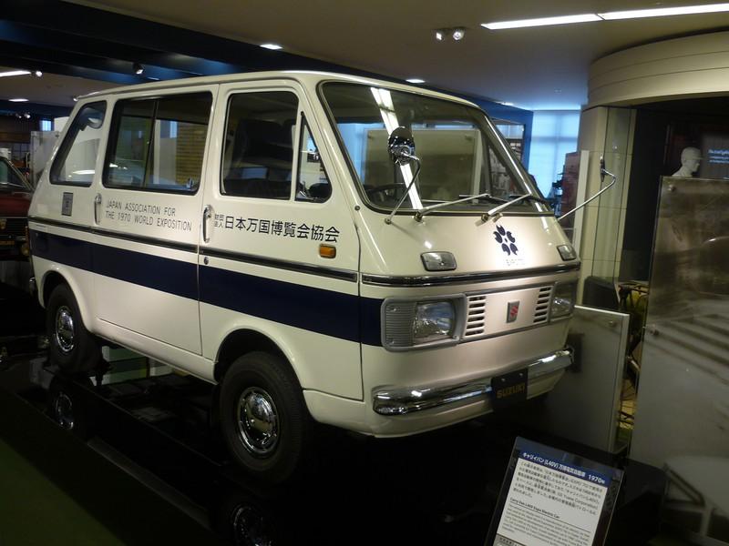 1970年の大阪万博でスズキが走らせた電気自動車。巨匠ジウジアーロがデザインして69年に発売したキャリーバンがベース(撮影:永井隆)