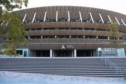 五輪開催を待つ国立競技場=東京都新宿区で2021年2月4日、小川昌宏撮影