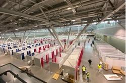 2020年4月、コンベンションセンターを転用して設置工事中の「ボストンホープ医療センター」=米ハーバード大のウェブサイトから