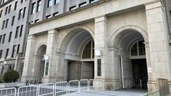 財務省の正門。同省は現代貨幣理論に否定的だ=東京・霞が関で2020年11月16日、赤間清広撮影