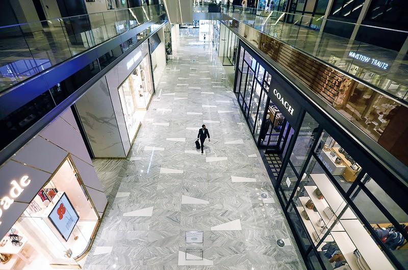 繁華街ハドソンヤードの小売エリアも人影が絶えた (Bloomberg)