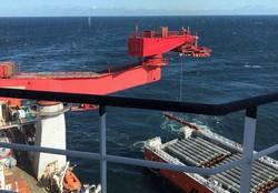 バルト海にノルド・ストリーム2のパイプを敷設する船=2019年9月13日、ロイター