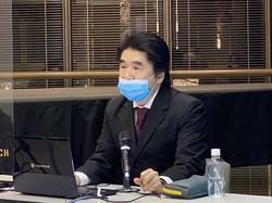 新型コロナウイルスについて講演する谷口恭医師=大阪市北区の毎日新聞大阪本社で、2021年2月18日