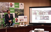 Himeji Mayor Hideyasu Kiyomoto is seen announcing the city's cooperation in clinical research to predict serious COVID-19 cases, at the Himeji Municipal Government building in Hyogo Prefecture on Feb. 18, 2021. (Mainichi/Nao Goto)