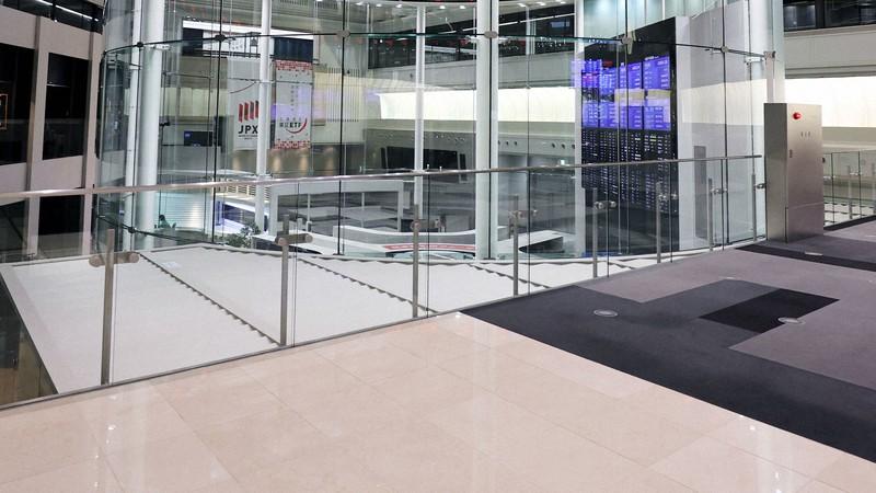 東京証券取引所ビル内のマーケットセンター=東京都中央区で幾島健太郎撮影
