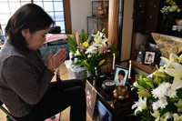 Ruriko Hirano puts her hands together in front of a Buddhist altar for her son, Takashi Hirano, at her home in Ogi, Saga Prefecture, on Jan. 20, 2021, praying for the resolution of a hit-and-run incident that took place in Kai, Yamanashi Prefecture, and claimed her son's life when he was 24 years old. The statute of limitations for the case is due to expire on Feb. 27. (Mainichi/Yuki Kurisu)