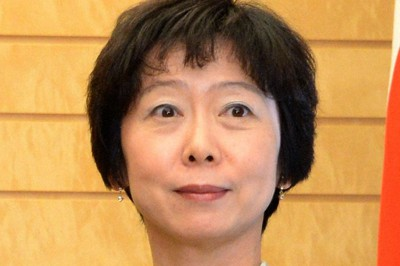 山田真貴子内閣広報官接待 7万円会食は和牛ステーキと海鮮料理 | 毎日新聞