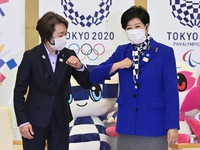 Tokyo Gov. Yuriko Koike, right, and president of the Tokyo 2020 Olympic and Paralympic organizing committee Seiko Hashimoto bump elbows in a greeting before their talks at the metropolitan government headquarters on Feb. 19, 2021. (Mainichi/Takehiko Onishi)