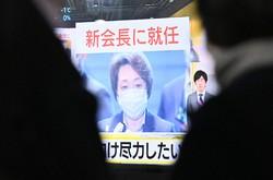 東京オリンピック・パラリンピック組織委員会の新会長に橋本聖子五輪担当相が就任したが、森喜朗前会長の辞任劇への「怒り」は若年層では相対的に低かった(東京都千代田区で2月18日)