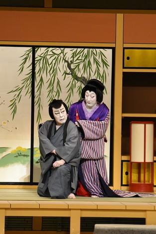 尾上菊五郎の直次郎(左)と中村時蔵の三千歳(右) 松竹提供