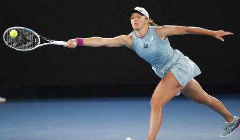 Poland's Iga Swiatek hits a forehand return during her fourth round match against Romania's Simona Halep at the Australian Open tennis championship in Melbourne, Australia, on Feb. 14, 2021.(AP Photo/Hamish Blair)