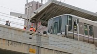 An express train with a broken window is seen at JR Motomachi Station in Kobe's Chuo Ward on the morning of Feb. 26, 2021. (Mainichi/Toru Kurita)