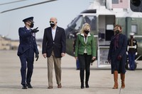 U.S. President Joe Biden and first lady Jill Biden walk to board Air Force One at Andrews Air Force Base in Maryland, on Feb. 26, 2021. (AP Photo/Patrick Semansky)