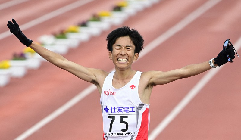鈴木健吾が日本新記録で優勝 初の2時間4分台 びわ湖毎日マラソン | 毎日新聞