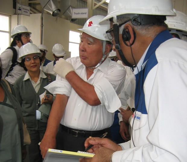 2007年2月、インド新工場のマネサール工場を訪れた鈴木修会長