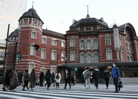 Commuters wearing face masks walk in front of JR Tokyo Station on Jan. 8, 2021. (Mainichi)