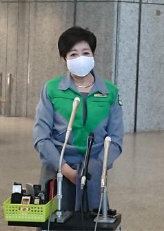 Tokyo Gov. Yuriko Koike meets the press at the metropolitan government headquarters on Feb. 19, 2021. (Mainichi)