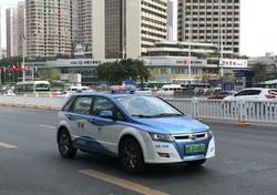 深圳市内を走るEVタクシー(2018年11月)撮影:川杉宏行