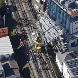 In this photo taken from a Mainichi Shimbun helicopter, efforts to restore railway services on the Tokyu Toyoko Line near Jiyugaoka Station, in Tokyo's Meguro Ward, are seen underway on March 3, 2021. (Mainichi)
