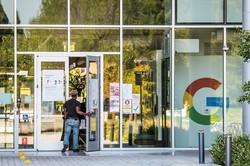 グーグルなどはトランプ政権の就労ビザ規則に反発していた (Bloomberg)