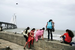インドの女性は性被害の脅威にさらされている (Bloomberg)