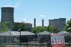 ヨハネスブルクにある石炭火力発電所 筆者撮影