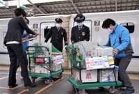 This photo shows containers of Kagoshima Prefecture specialties transported to Shin-Osaka Station on a shinkansen bullet train on Feb. 26, 2021. (Mainichi/Masaki Takahashi)