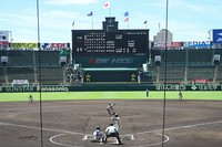Teams play in the national invitational high school baseball tournament at Koshien Stadium in Hyogo Prefecture, western Japan, on Aug 10, 2021. (Mainichi)